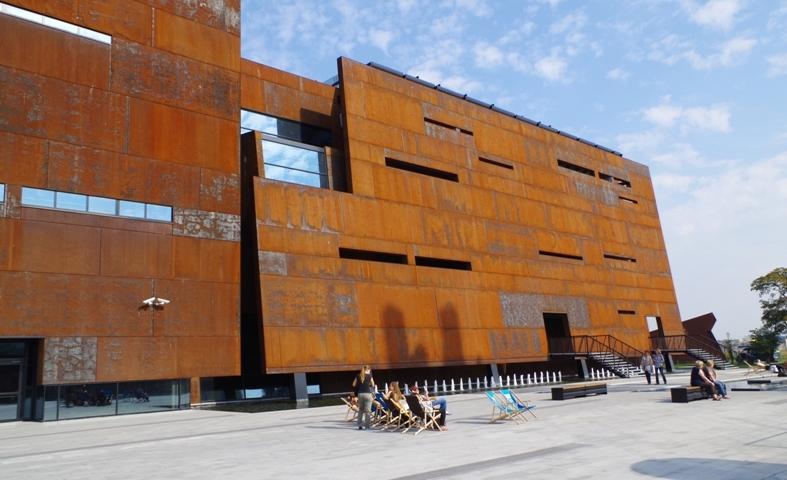 Europeiska Solidaritets Centrum, Gdansk. Guidad tur om Lech Walesa, Solidaritet, Gdansk varvet – Hit The Road Travel
