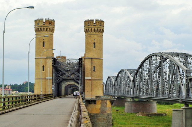 Järnvägs- och vägbroar i Tczew. Cykelresor till Polen – Hit The Road Travel