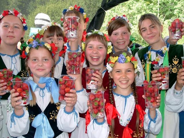 Jordgubbsfestival i Kasjubien. Cykelresor till Polen – Hit The Road Travel