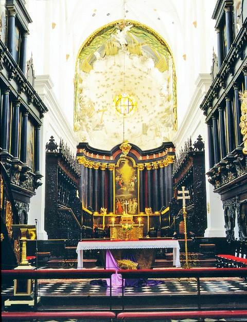 Altaret i Oliwa domkyrkan. Bussgrupper till Polen – Hit The Road Travel