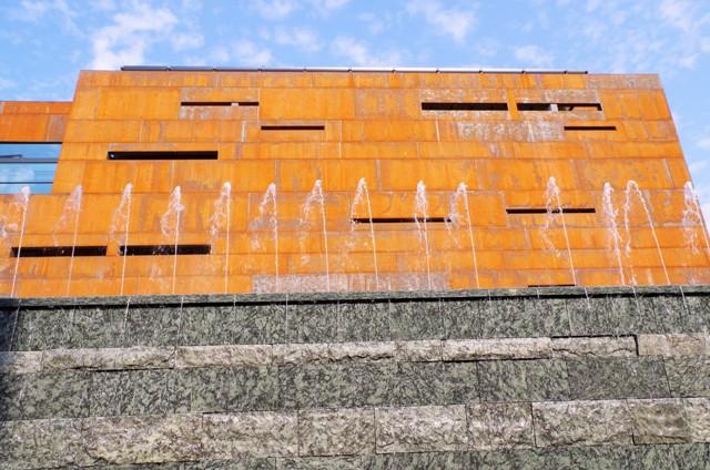 Europeiska Solidaritets Centrum - fasad i cortenstål