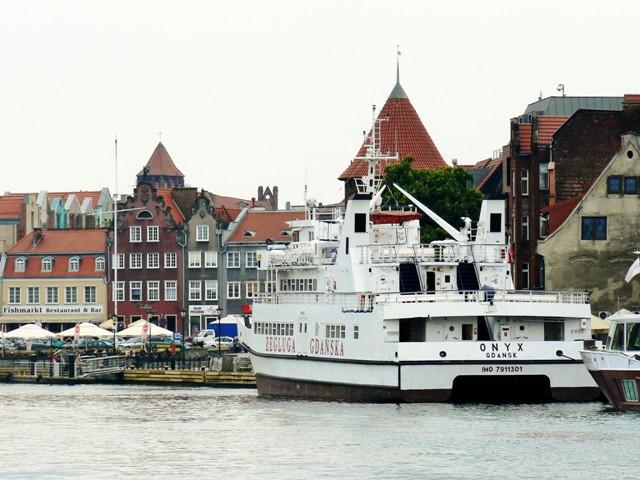 Båtar vid Fisktorget i Gdansk. Resa till Sopot, Gdansk och Gdynia – Hit The Road Travel