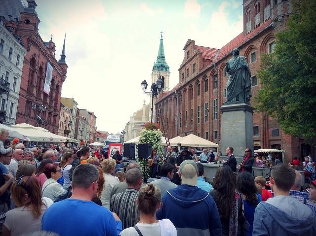 Staty över Nicolaus Copenicus i Torun. Historisk resa till Torun – Hit The Road Travel