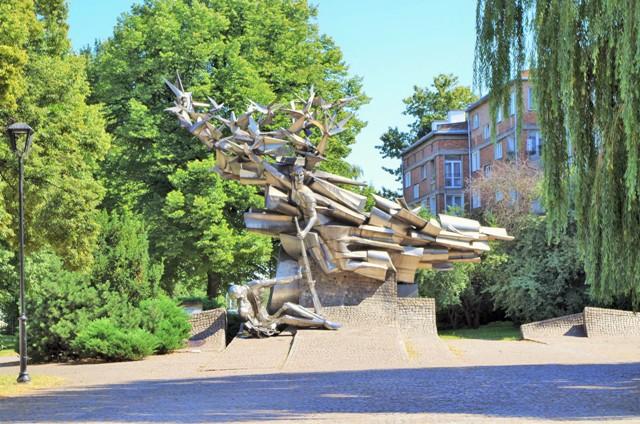 Monument över Polska Postens Försvarare. Historiska resor till Polen – Hit The Road Travel