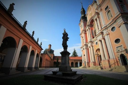 Swieta Lipka - kyrkan och korsgången. Bussresor till Polen – Hit The Road Travel