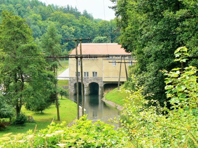 Vattenkraftverket i Rutki. Temaresa till Gdansk – Hit The Road Travel