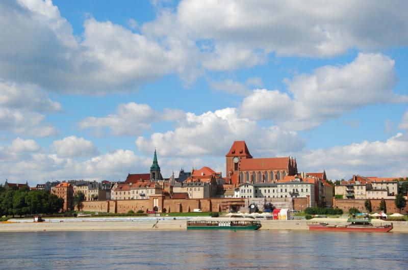 Torun - Gamla Stan sedd från floden Wislas sida. Historisk resa till Torun – Hit The Road Travel