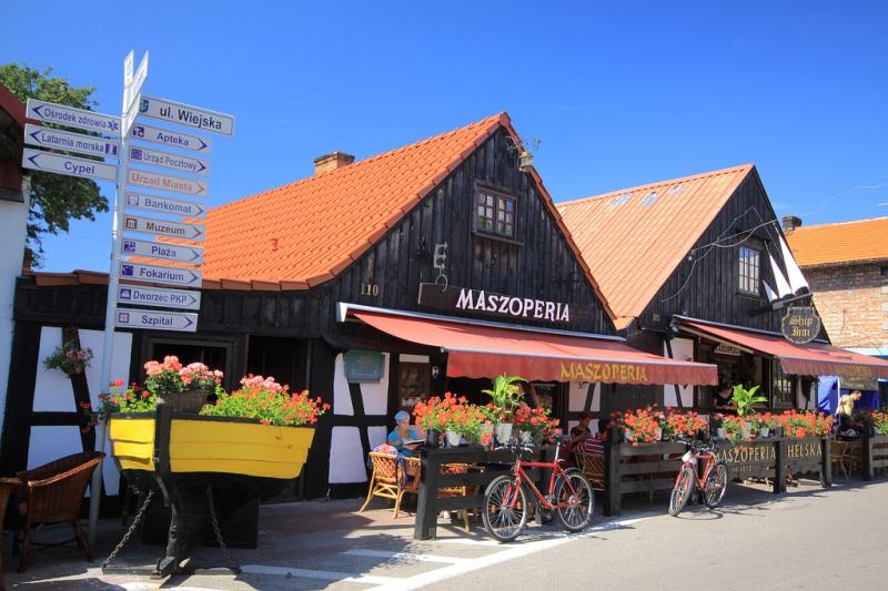 Hel, gamla fiskarehus vid Wiejskagatan. Bussresa till Polen – Hit The Road Travel