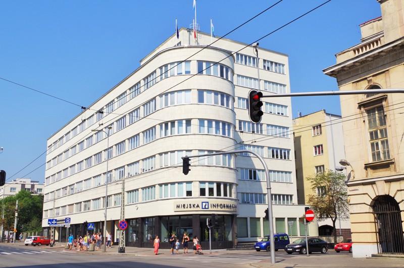 f. d. socialförsäkringsbolagets kontor i Gdynia (1935-37). Bussgrupper till Polen – Hit The Road Travel