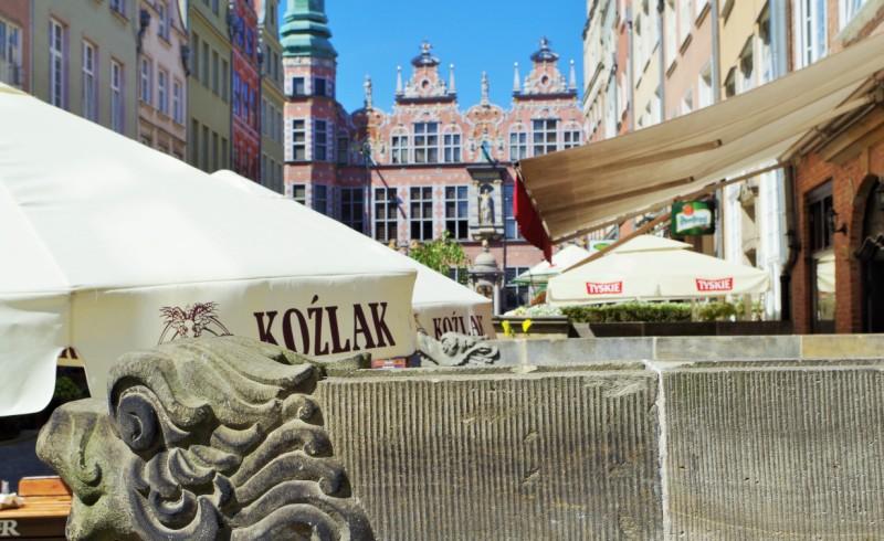 Gdansk - vy mot Stora Arsenalens fasad. Polenresor – Hit The Road Travel
