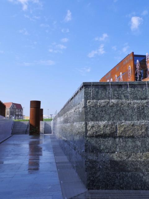 Europeiska Solidaritets Centrum - fontänen. Resa med veteranspårvagn – Hit The Road Travel