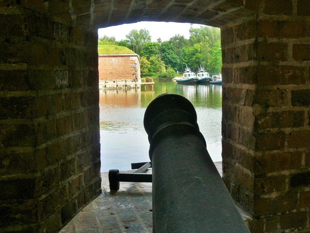 Fästningen Wisłoujście, vy från en av bastionerna. Militärhistoriska resor till Polen – Hit The Road Travel