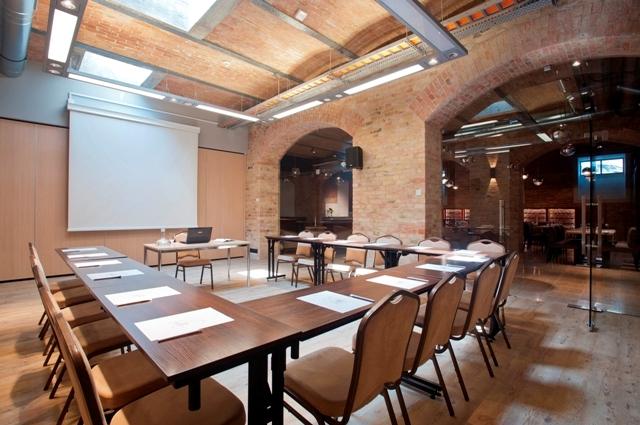Konferensrum på ett hotell i Gdansk. Konferens i Gdansk, Sopot, Gdynia och Polen – Hit The Road Travel