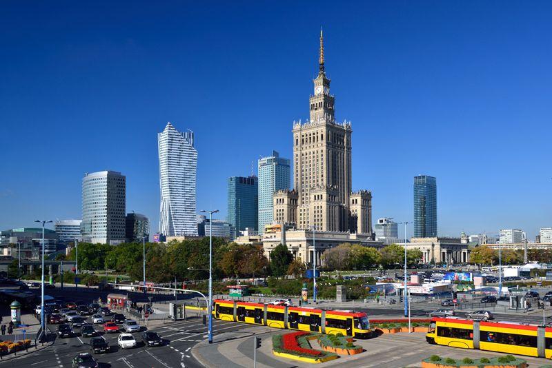 Warszawas stadsbild med Kulturpalatset. Resa till Warszawa – Hit The Road Travel