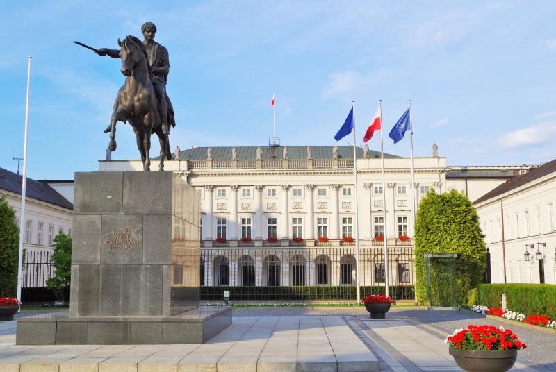 Presidentpalatset vid Krakowskie Przedmiesciegatan i Warszawa. Resa till Warszawa – Hit The Road Travel