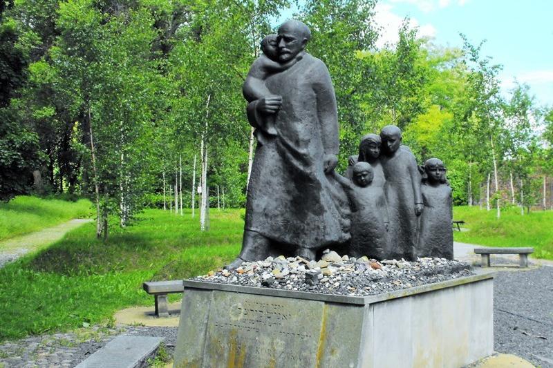 Monumentet för Janusz Korczak. Resa till Warszawa – Hit The Road Travel