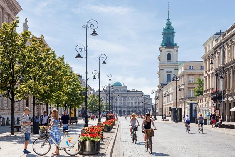 Krakowskie Przedmiesciegatan. Resa till Warszawa – Hit The Road Travel