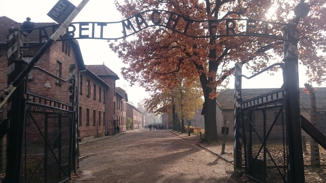 Museet Auschwitz-Birkenau i Oswiecim. Resa till Krakow. Hit The Road Travel