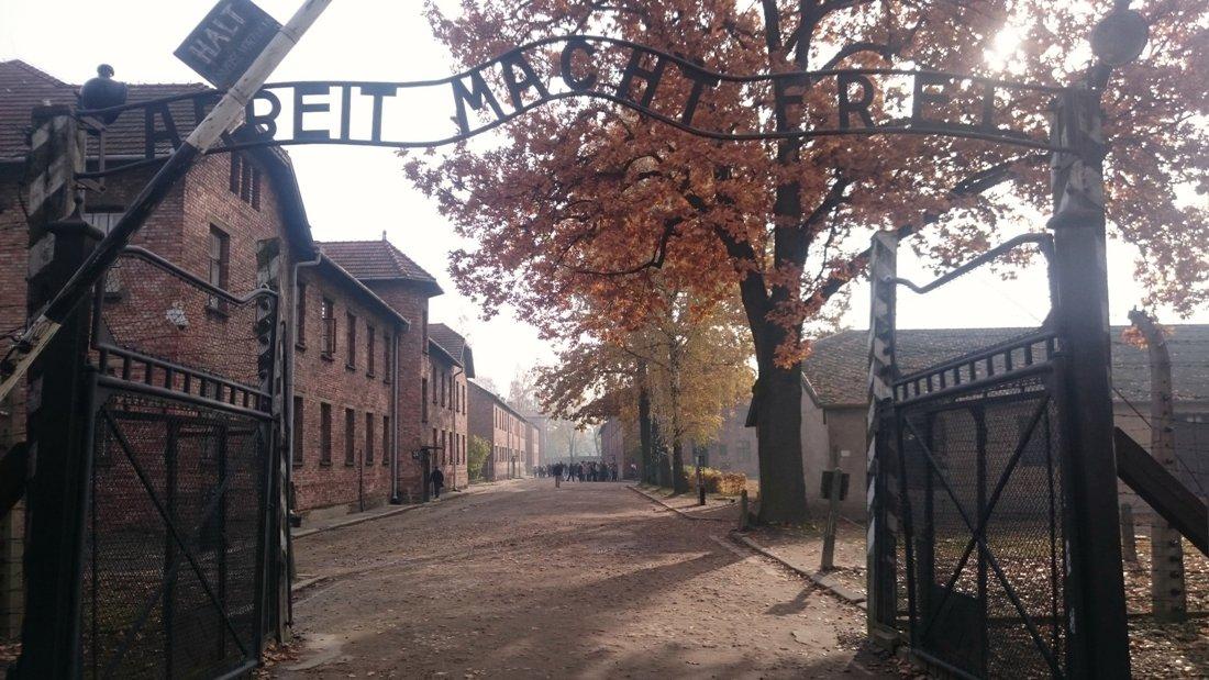 Museet Auschwitz-Birkenau i Oswiecim. Resa till Krakow. Hit The Road Travel
